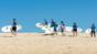 corsi-surf-week-francia-gruppo-spiaggia
